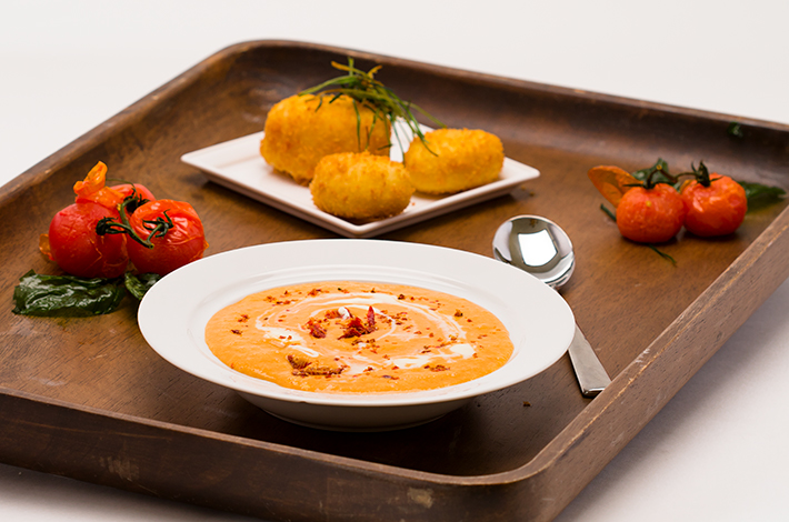 qbilder_2706_274a7006_roasted_red_tomato_soup_with_crispy_cheese_snack.webheader.jpg